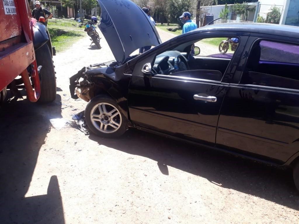 Accidente de tránsito en intersección de calles Rivadavia y Cepeda