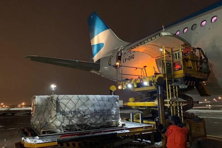 Salen esta noche dos nuevos vuelos de Aerolíneas a Rusia en busca de más dosis