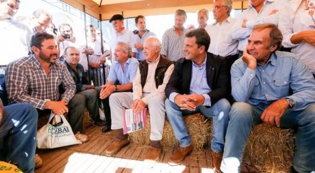 Sergio Mazza en ExpoAgro junto a Intendentes de la U.C.R.