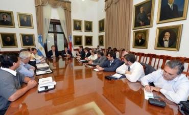 A su regreso de Medio Oriente, Urribarri se reunió con el gabinete