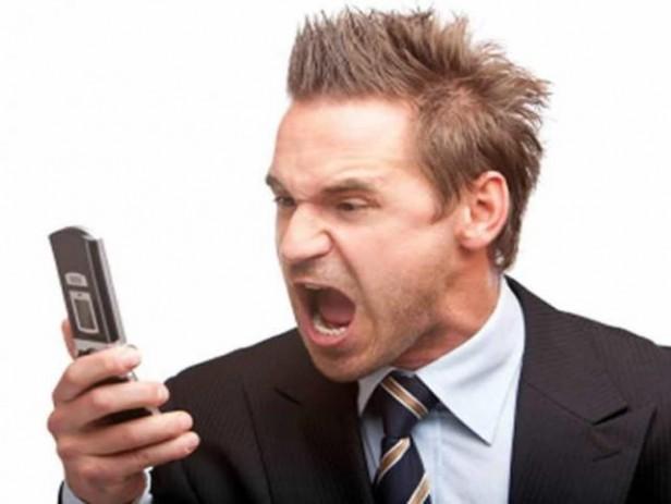 Usuarios de la telefonía celular y fija molestos por la falta de servicio