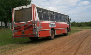 El transporte escolar de Chañar es motivo de reclamo de los padres