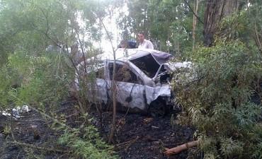 Dos personas fallecieron  por el incendio de un auto