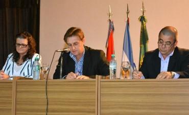 En Los Charruas, el intendente denunció la construcción de viviendas del IAPV en terrenos privados