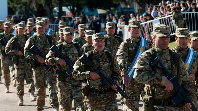 Suben sueldos al personal militar de las Fuerzas Armadas: Las nuevas escalas