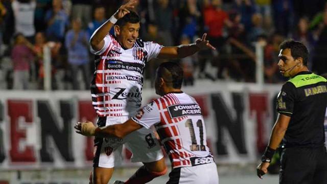 En el regreso del fútbol, Patronato goleó a Arsenal en el Presbítero Grella