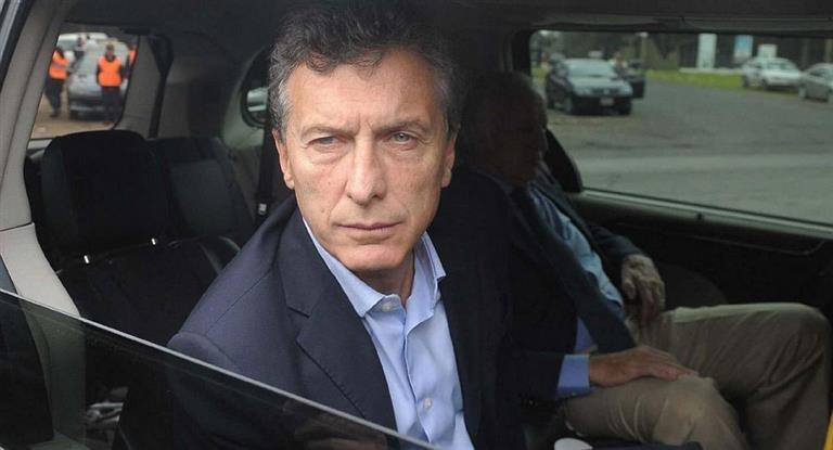 Denuncian a Macri y funcionarios por la compra de armas a EEUU