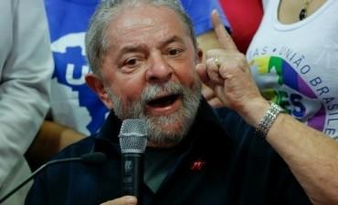 Un año después de su detención, Lula está primero en la carrera presidencial