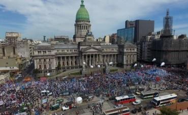 Multitudinaria e imponente marcha en repudio de la eliminación de la paritaria federal