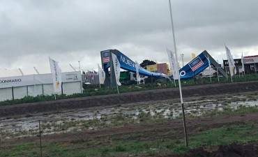 El temporal azotó el predio de ExpoAgro y suspendieron las actividades