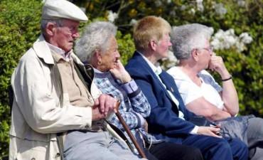 Oficializaron el aumento de jubilaciones y asignaciones familiares