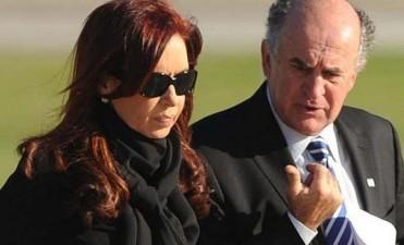 Archivaron una de las causas por las escuchas entre Cristina y Parrilli