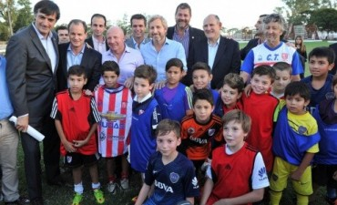 Bordet y Frigerio entregaron aportes a más de 300 clubes entrerrianos