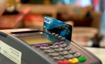 Tarjetas de crédito: Proyectan bajar el interés cuando se paga el mínimo
