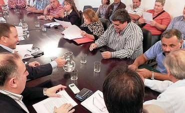 Paritarias: el gobierno suspendió la reunión con los estatales