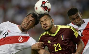 Perú rescató un empate ante Venezuela que lo aleja de sus aspiraciones