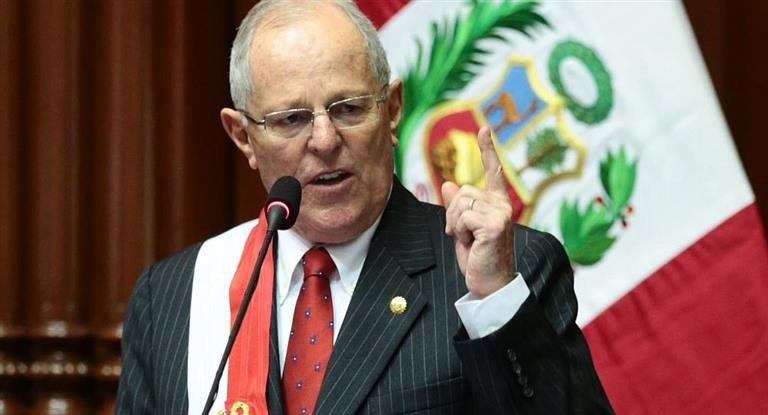 Envuelto en un escándalo, renunció el presidente de Perú