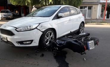 Chocaron una moto y un auto en Federal : un hombre sufrió lesiones de consideración