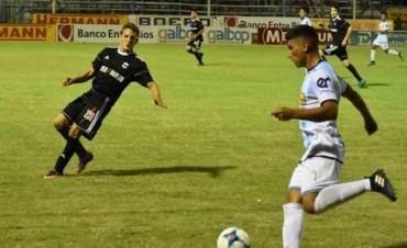 Juventud Unida derrotó a Deportivo Riestra y sueña con la permanencia