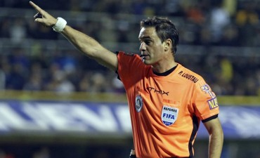La polémica de Patricio Loustau, el árbitro de la Supercopa entre River y Boca, en la Copa Sudamericana: el insólito penal que cobró