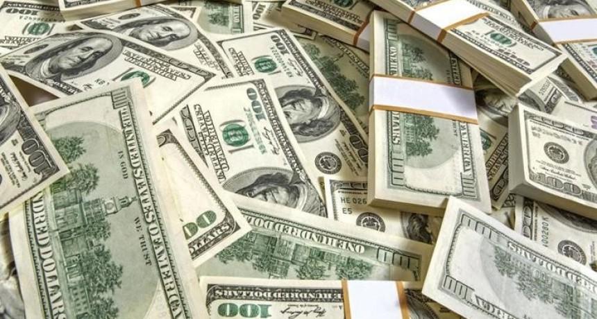 La mayor intervención del BCRA desde las PASO: sacrificó u$s 413 M para bajar al dólar a $ 20,55
