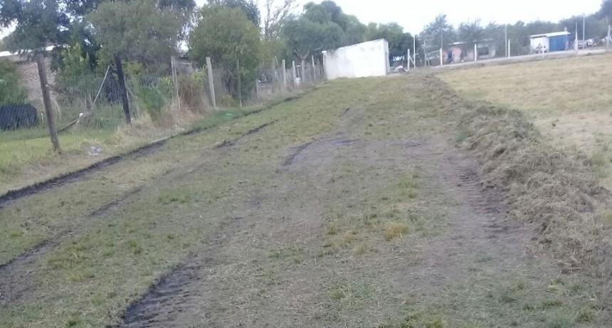 Nivelación de terreno en el campo de fútbol del Club Itati