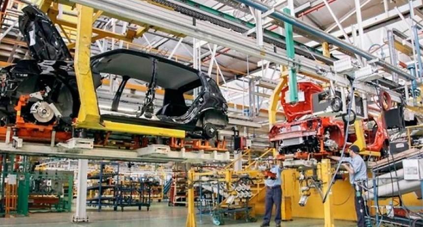 Renault suspende a 1.500 operarios y paraliza su producción esta semana