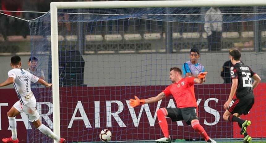 Copa Libertadores: River arrancó la defensa del título con un empate en Perú