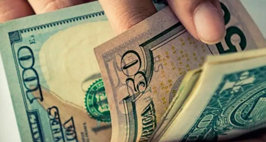 El dólar superó los $ 43 pese a la suba de tasas y ventas de futuros del Central