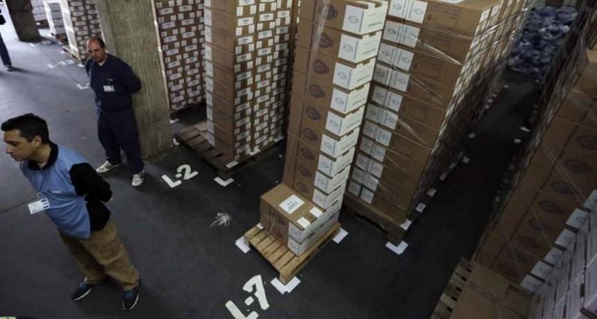 """Con """"un poco de retraso"""", llegaron las urnas a la Secretaría Electoral"""