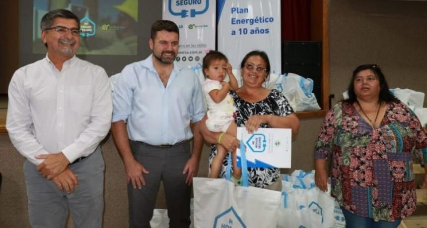 Mi Hogar Seguro, entregan 50 kits para conexiones eléctricas domiciliarias