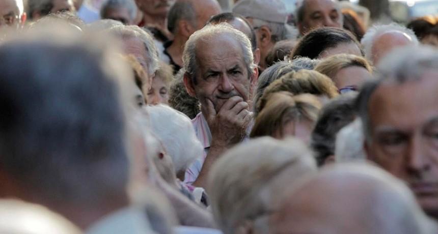 Extienden el plazo para que los jubilados confirmen descuentos de mutuales