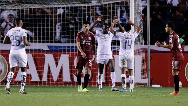 Copa Libertadores: River tuvo un flojo debut y cayó 3-0 en la altura de Quito