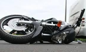 Accidente de caída de una moto,