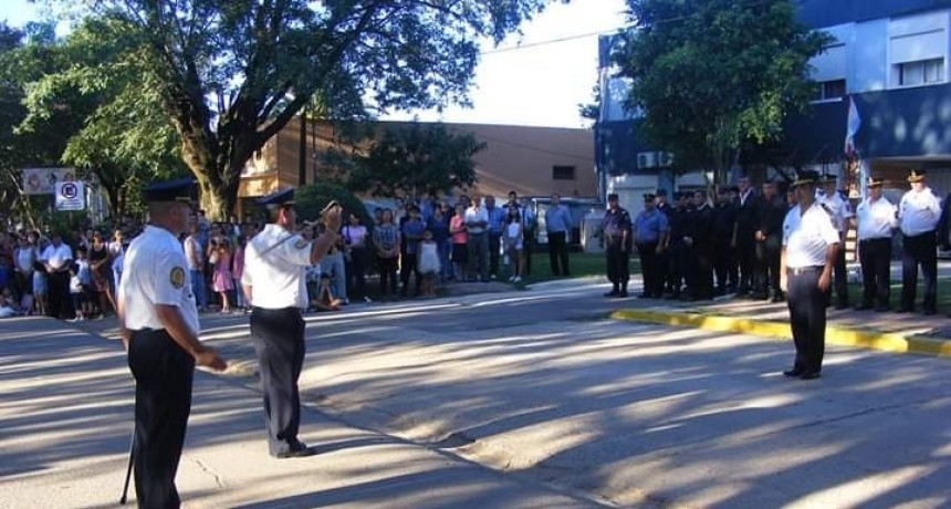 Acto de entrega de Insignias al Personal Policial Ascendido al Grado Inmediato Superior