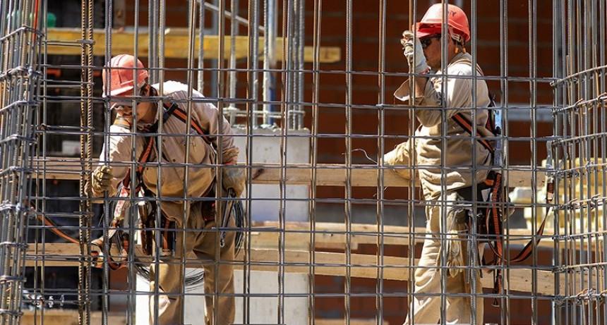 Gobierno oficializó el pago de $10.000 a monotributistas e informales