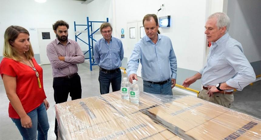 Se concretó la primera entrega de alcohol en gel encargado por la provincia