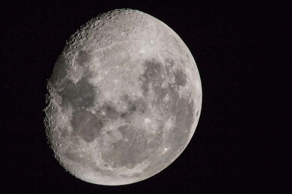 La Luna llena hace que nos durmamos más tarde y por menos tiempo