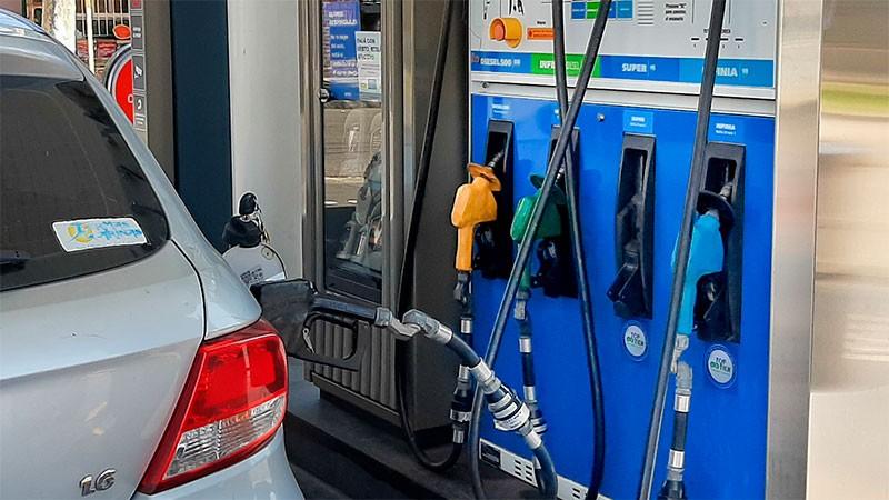 Subirán los combustibles y estiman un porcentaje superior al esperado