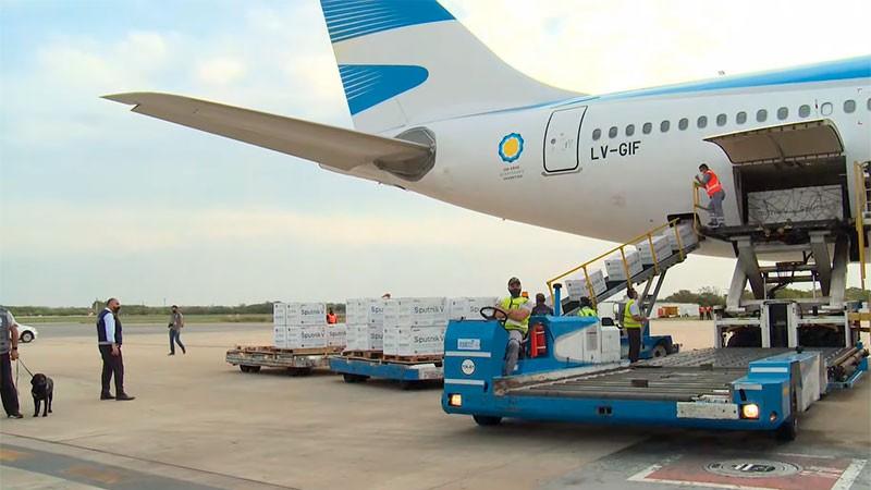 Llegó a Moscú un nuevo vuelo de Aerolíneas Argentinas para traer más vacunas