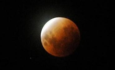Pudo observarse una Luna roja  en todo el país y gran parte de América