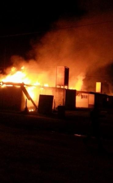 Voraz incendio consumió cuatro viviendas en Bovril.