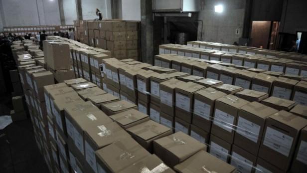 Entre las cenizas del volcán, los neuquinos van a las urnas en la primera elección general del año