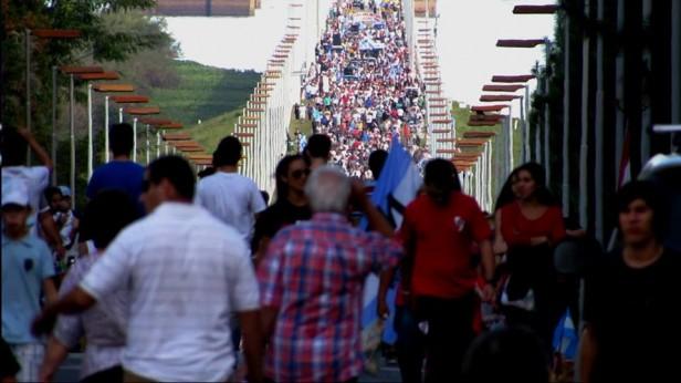 En la marcha, la Asamblea amenazó con acciones judiciales contra funcionarios