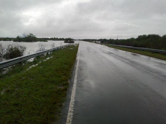 ULTIMO MOMENTO:: La Ruta N° 22 a Concordia esta cortada por desborde del río Gualeguay