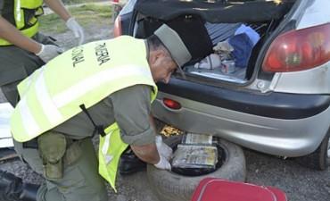 62 kilos de marihuana que iban a ingresar a la provincia en autos fueron secuestrados