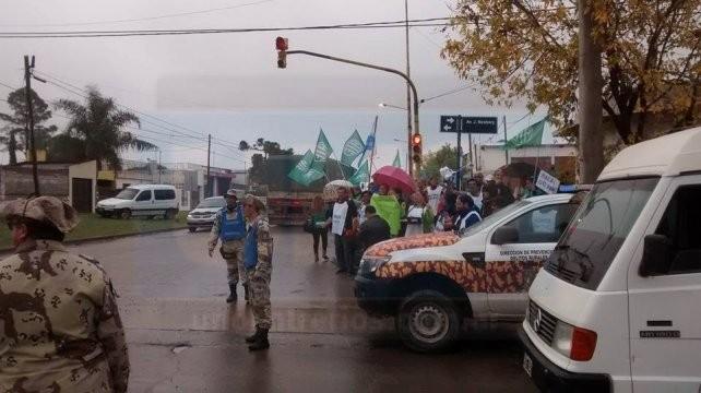 Fuerte operativo de seguridad impide manifestaciones contra Macri en Parana