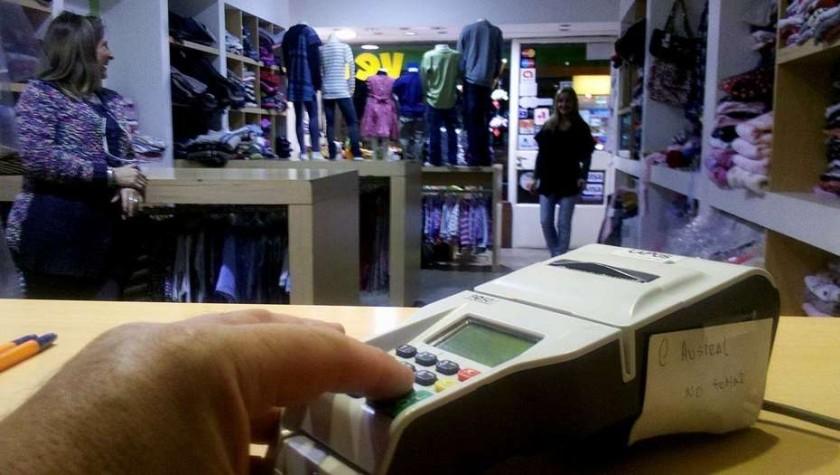 Ultimátum de la AFIP: quiénes estarán obligados a aceptar tarjeta de débito a partir de mayo