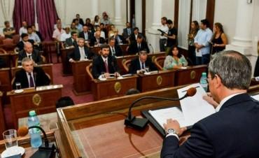 Por ley, la provincia achica gastos
