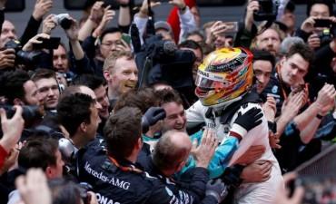 Hamilton se quedó con el Gran Premio de China